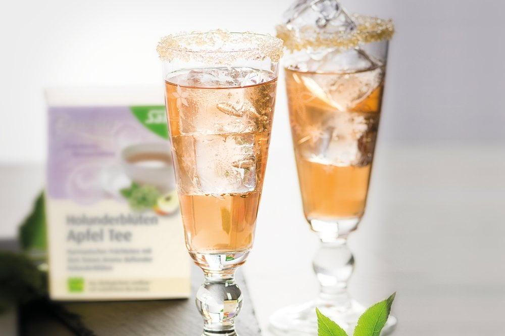 Tee-Hugo mit Holunderblüten-Apfel Tee