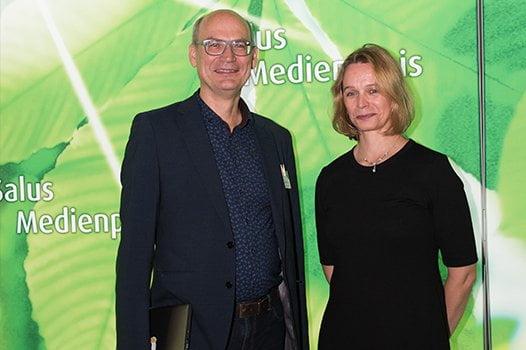 Jurymitglied Valentin Thurn mit Preisträgerin Tatjana Mischke
