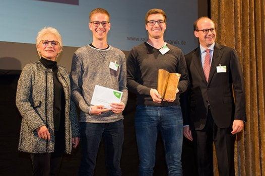 Preisträger David Nelles & Christian Serrer mit Jurorin Mascha Kauka und Dr. Florian Block