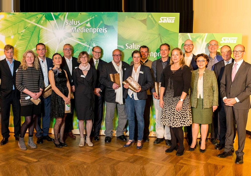 Preisträger und Nominierte zusammen mit den Laudatoren