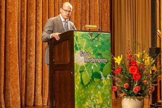 Dr. Florian Block eröffnet die Preisverleihung