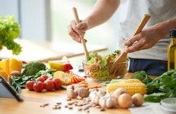 Ernährung: bunt, frisch, überwiegend pflanzlich